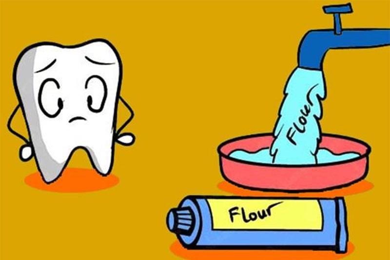 Bổ sung Fluor từ nước uống hoặc kem đánh răng
