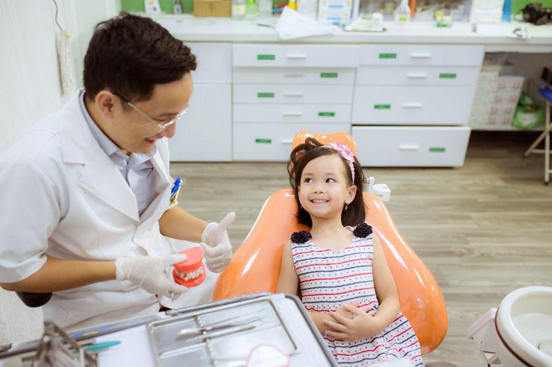 Khám răng định kỳ sẽ giúp kiểm soát tốt bệnh lý răng miệng