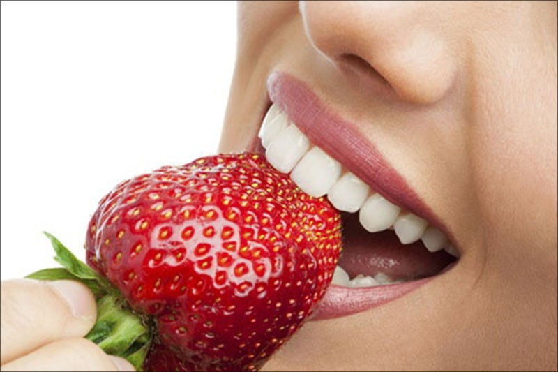 Dâu tây không chỉ tốt cho da mà còn làm trắng răng