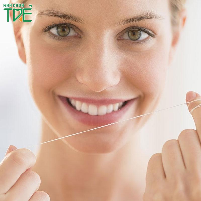 Chỉ nha khoa là gì? Tác dụng của chỉ nha khoa đối với răng miệng