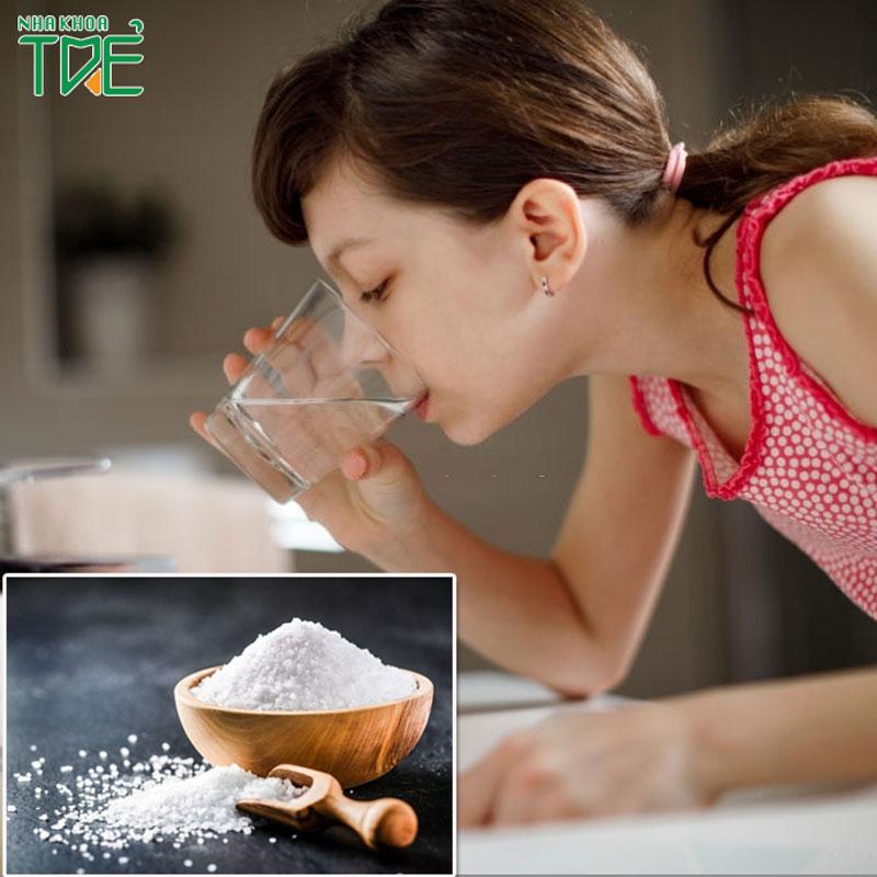 Súc miệng nước muối đúng cách bạn đã biết chưa?