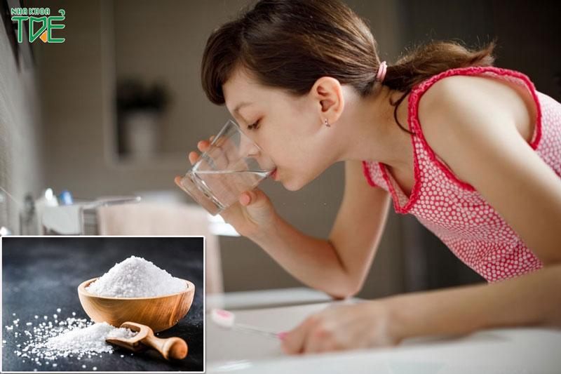 Súc miệng nước muối mang lại nhiều lợi ích cho sức khỏe