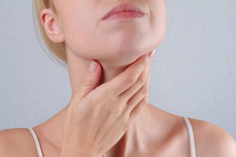 Súc miệng nước muối giảm đau họng hiệu quả