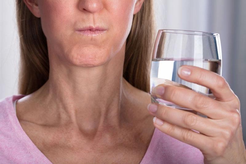 Súc miệng nước muối trước hay sau khi đánh răng đều đạt hiệu quả như nhau