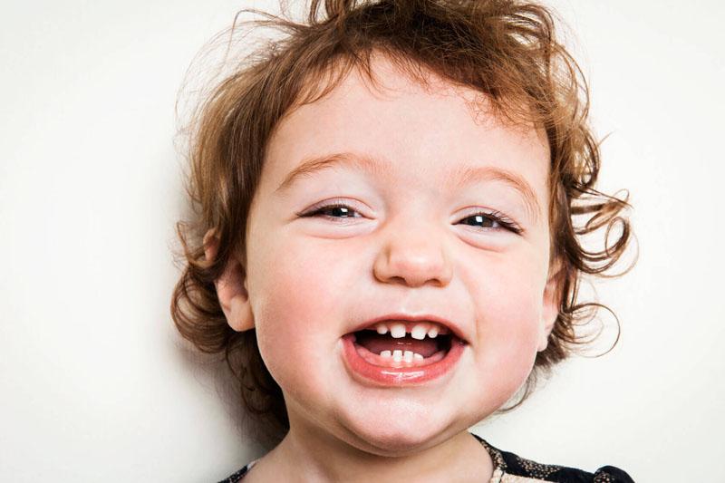 Răng sữa của trẻ bị thưa  hoàn toàn bình thường và không cần can thiệp bất kỳ biện pháp gì