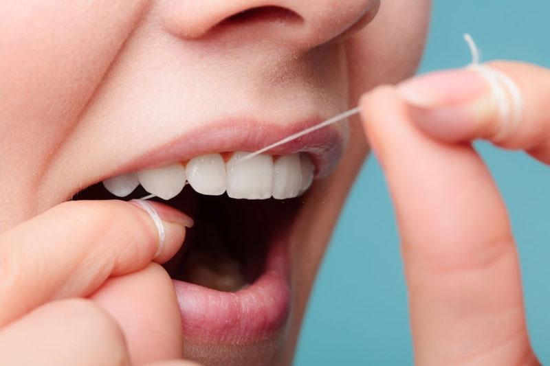 Sợi chỉ nha khoa được thiết kế rất mảnh và có tác dụng bảo vệ răng lợi khỏe mạnh