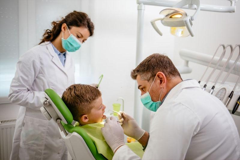 Lưu ý lựa chọn nha khoa uy tín để đảm bảo an toàn, hiệu quả khi niềng răng cho bé