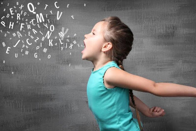 Niềng răng từ sớm cho bé giúp cải thiện phát âm