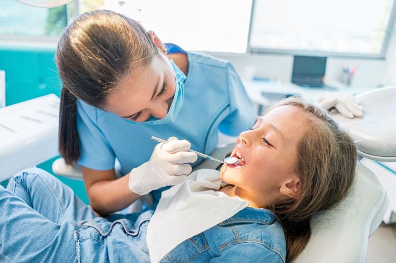 Niềng răng cần tái khám đúng lịch hẹn của nha sĩ