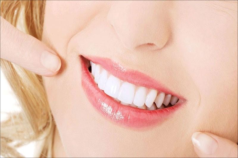 Có phương pháp bọc răng sứ thì răng to và dài không còn là trở ngại