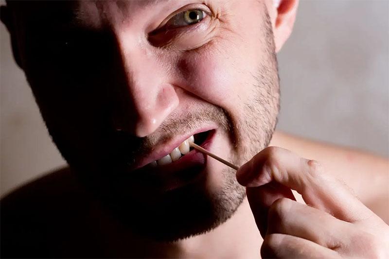 Sử dụng tăm xỉa răng gây ảnh hưởng xấu đến răng lợi