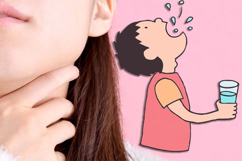 Súc miệng nước muối sai cách gây ra nhiều hậu quả