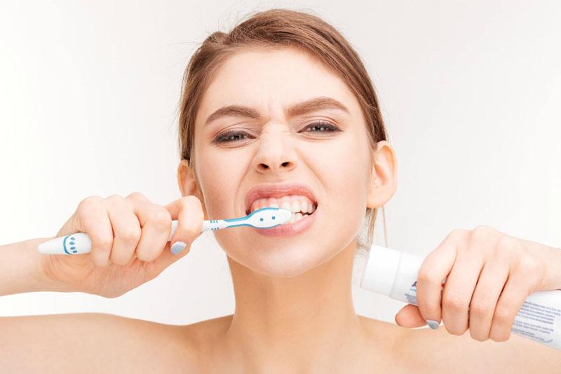 Vệ sinh răng miệng thông thường không thể làm sạch cao răng
