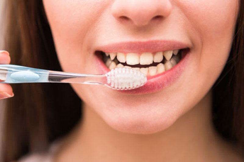 Đánh răng trước khi ăn để vệ sinh răng miệng hiệu quả