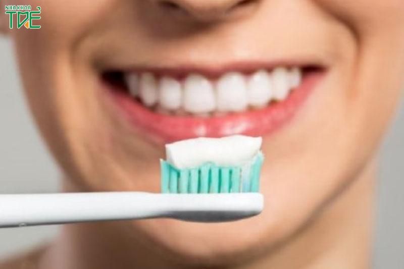 Vệ sinh răng miệng nhẹ nhàng sau khi điều trị tủy răng