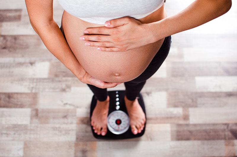 Tình trạng tăng cân ở mẹ bầu có thể ảnh hưởng đến quá trình chỉnh nha