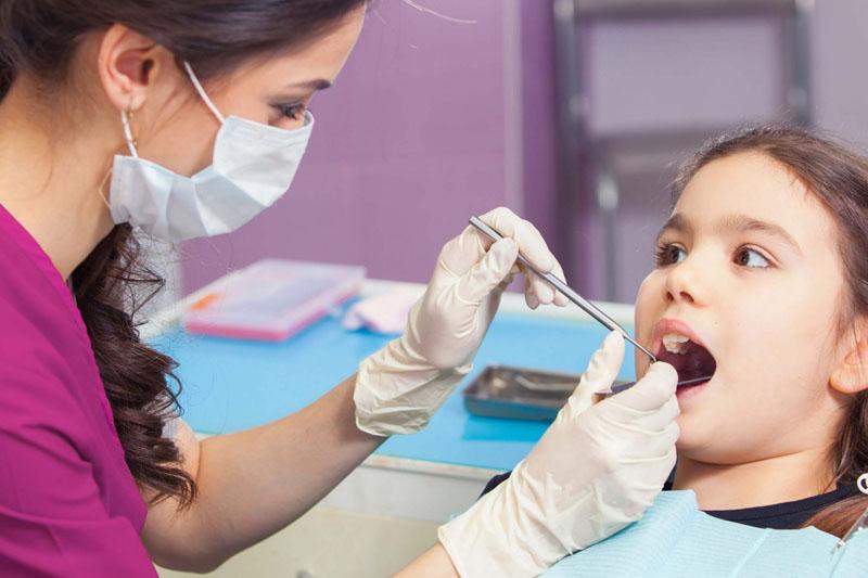 Thăm khám sau niềng răng khá quan trọng để theo dõi sự phát triển của răng và xương hàm