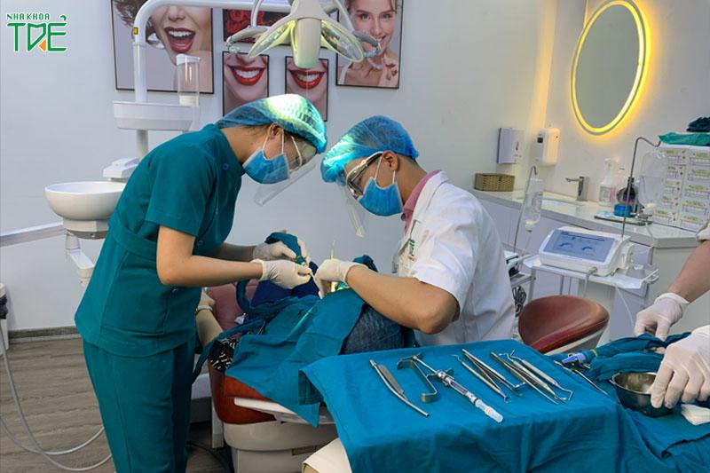 Thực hiện nhổ răng khôn an toàn với bác sĩ giàu kinh nghiệm, thiết bị hiện đại tại Nha khoa Trẻ