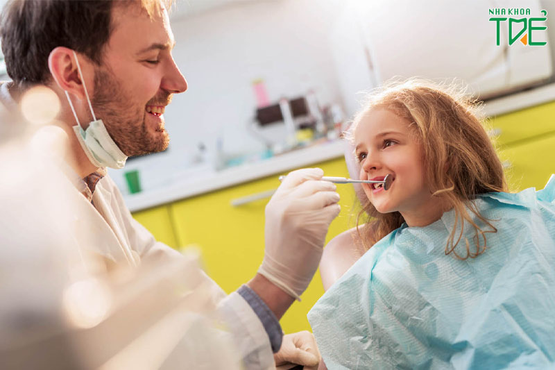 Tiền chỉnh nha cho trẻ em thực hiện ở giai đoạn chưa thay toàn bộ răng sữa