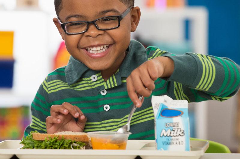 Hàm răng khỏe đẹp giúp trẻ ăn uống tốt hơn, hấp thụ dinh dưỡng dễ dàng hơn